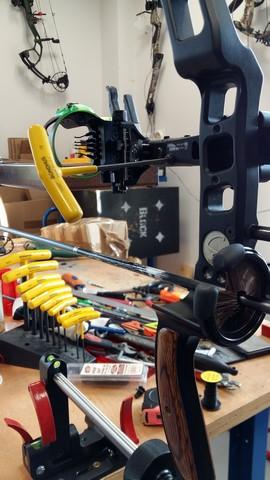 opérations d'ajustement d'un viseur (2ème et 3ème axes) sur banc de réglage basculant